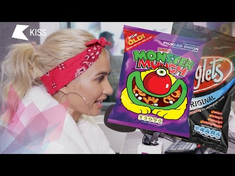 Pia Mia tries Monster Munch for the first time!
