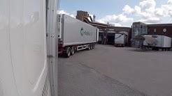 Laituriin peruutus - Reversing trailer into a loading dock