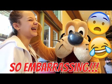 😂Kiss The Bear Kesley | Breakfast with the Characters