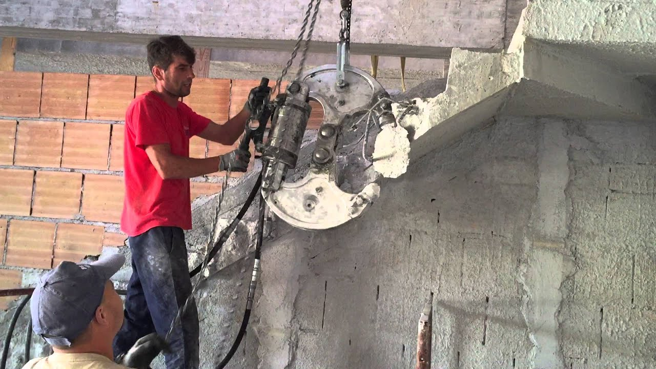 Demolizione Scala In Cemento Armato frantumazione rampe di scale in c.a.