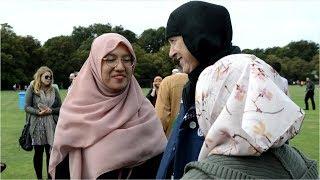 スカーフ、私もかぶる…NZ、イスラム女性へ連帯広がる