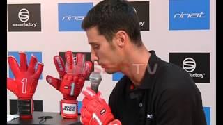Presentación de los guantes Rinat de Sergio Rico, portero del Sevilla FC en Soccerfactory (Sevilla)