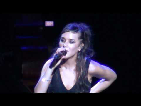 ZAZ - Trop Sensible - LIVE ACOUSTIC In Moscow 2011, HD