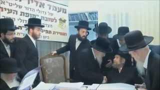 גדולי ישראל שליט''א בכניסתם למעמד התפילה של קופת העיר תשע