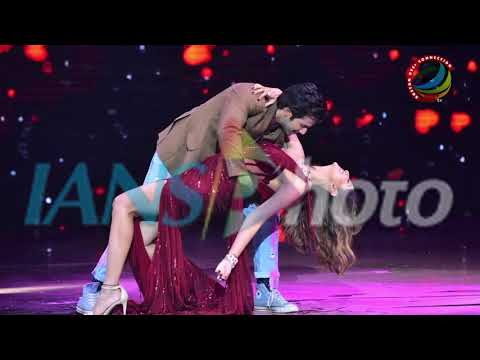 Varun's Romantic Dance with Shilpa & Anurag POSES with Shilpa thumbnail