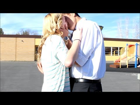 Guy Asks Girl To Be His Girlfriend!!♡♡