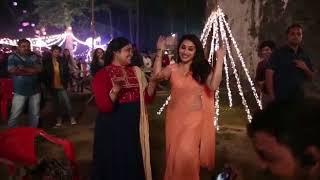 Madhuri and Renuka reunite and recreate 'Lo Chali Main'