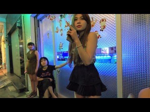 ベトナムのカラオケ&ガールスバーに突撃!楽しい女性スタッフの接客に大爆笑! Ho Chi Minh City In Vietnam Night Life