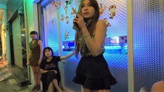 ベトナムのカラオケ&ガールスバーに突撃!楽しい女性スタッフの接客に大爆笑! Ho Chi Minh City in Vietnam Night life thumbnail