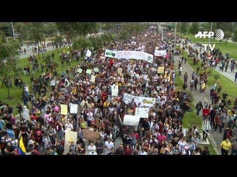 Paro Nacional En Colombia Termina Con Disturbios Y Toque De Queda En Cali