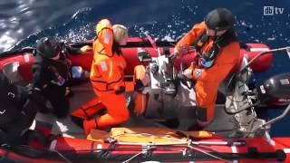 وزيرة نرويجية تلقي بنفسها في البحر في محاكاة لمعاناة اللاجئين