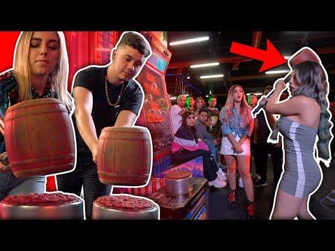 YouTubers VS El Martillo Gigante | ¿Quién pega más duro?