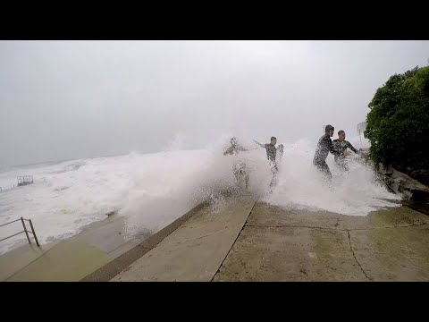 Dee Why Sydney Super Storm Shower (UNEXPECTED)