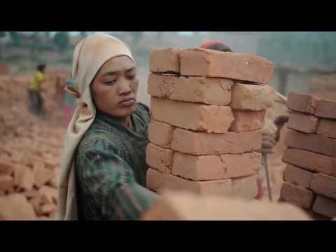 Как в Непале делают кирпич.