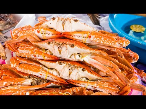 Thumbnail: Cambodian Food - LIVE BLUE CRAB (Boiled Right Out of The Ocean) in Kep, Cambodia!