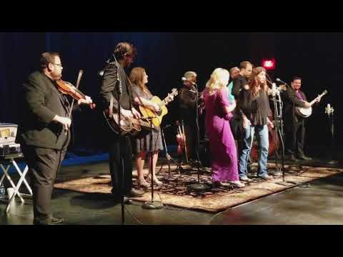 Yvette Landry sings with Rhonda Vincent & The Rage
