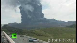 В Японии началось извержение вулкана Асо.