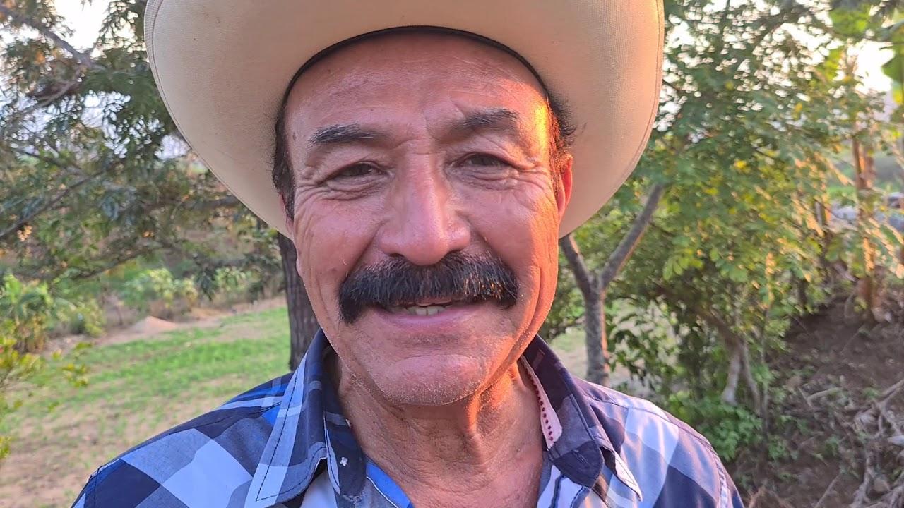En el rancho con el tio yorch y el choco