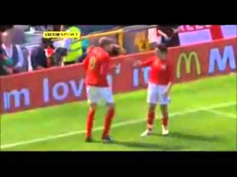 Танец робота в исполнении английского футболиста крауча