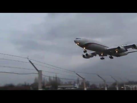 Воронеж. Самолёт садится на аэродром.