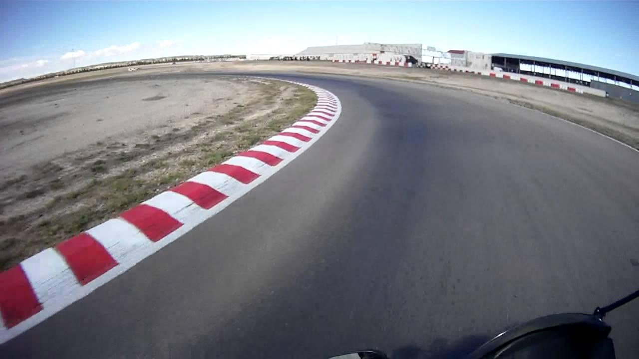Circuito Zuera : Vuelta al circuito internacional de zuera en moto curso conducción