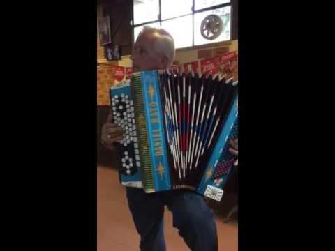 Daniel Rato-acordeonista de Bordeira-No almoço dos Canteiros