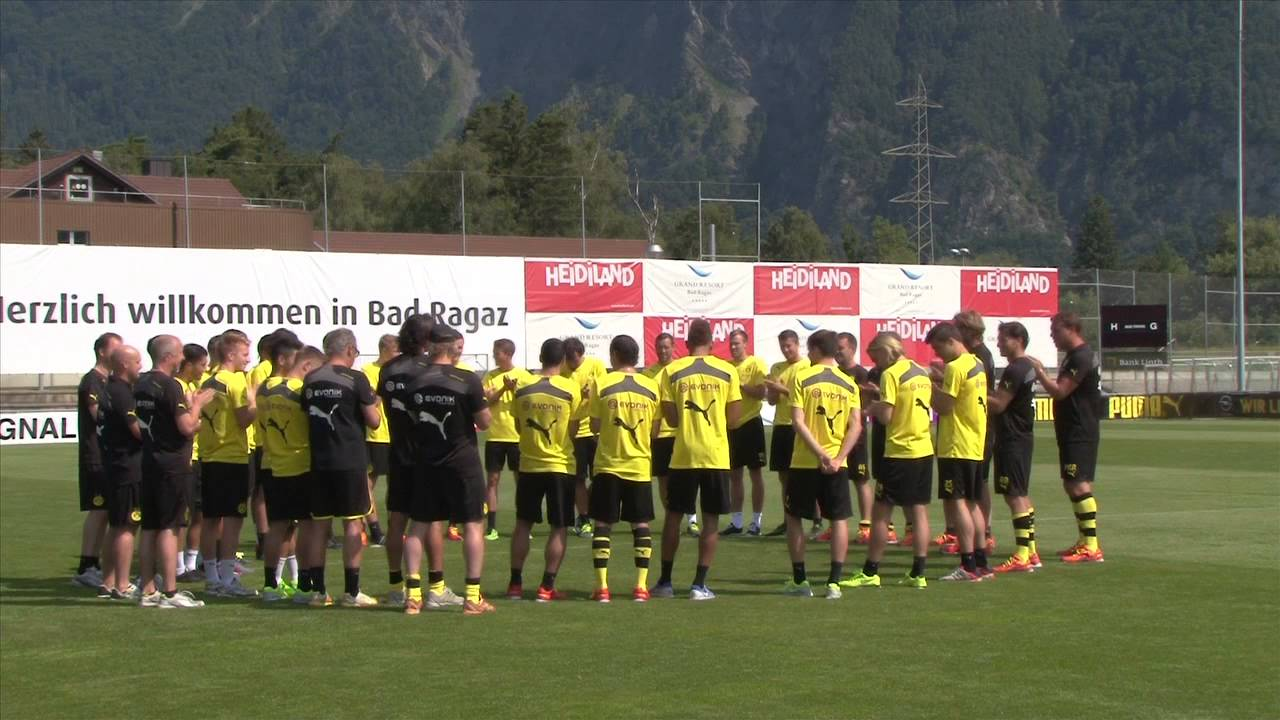 BVB-Stars singen für Geburtstagskind Jonas Hofmann | BVB in Bad Ragaz