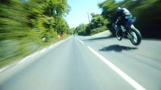 Esto ve un motociclista a 300 km/h