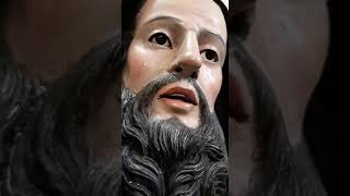 Statua di san francesco paola in lacrime