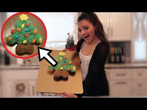 CHRISTMAS TREE PULL APART CUPCAKE CAKE!!! | Frenchies Bakery