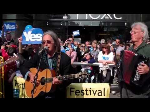 Dougie MacLean Singing For Scottish Independence Perth Perthshire Scotland