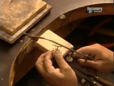 Ювелирные изделия из золота с драгоценными камнями