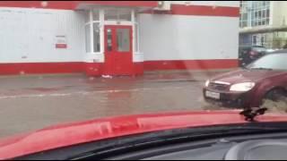На центральной улице Энгельса случился потоп