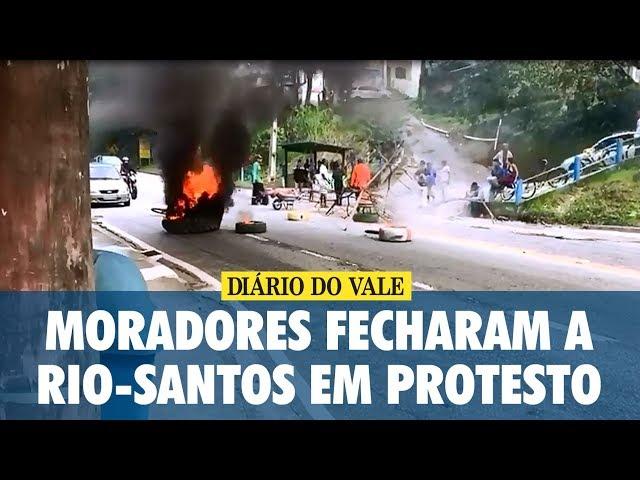 Moradores fecharam a Rio-Santos em protesto contra a violência