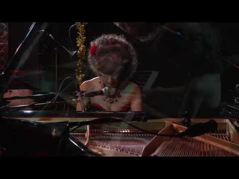 "Lisa Downing - ""God Rest Ye Merry Gentlemen/Carol of the Bells"" Performed LIVE at Dazzle Jazz"