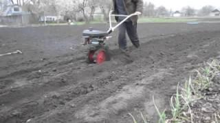 Как посадить картошку мини мотоблоком без лопаты(У многих возникает куча вопросов: как посадить картошку без лопаты, под мотоблок, какое делать междурядие..., 2014-04-13T20:21:23.000Z)