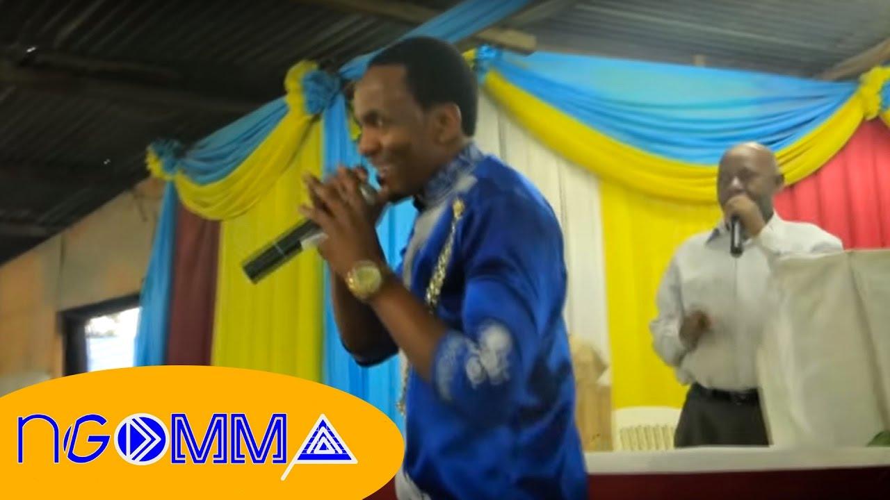 Download BRUNO KAYENZI-POTELEA MBALI LIVE