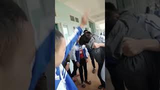 Học sinh trung học đánh nhau như phim hành động