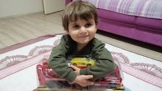 Tuna Miraç   Yeni Aldığı Oyuncağın Kutu Açılışını Yapıyor   Eğlenceli Çocuk Videoları   Funny Kids