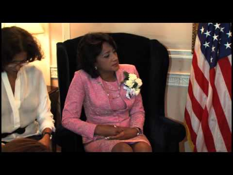 Chamber of Commerce Awards First lady of Dominican Republic for Her Accomplishments