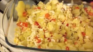 Рецепт Салат из консервированной рыбы с томатами