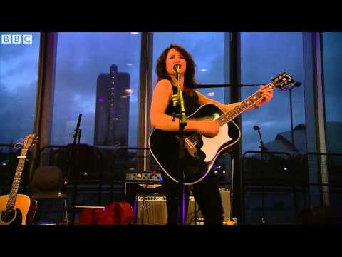 KT Tunstall - Suddenly I See (The Quay Sessions)