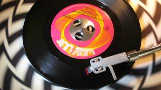 THE SENSATIONS - GOTTA FIND MYSELF ANOTHER GIRL ( WAY OUT WAY1000 ) www.raresoulman.co.uk