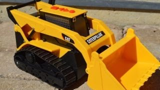 Mighty Machines Caterpillar Digger and Crew Dig at Construction Site Toy Review