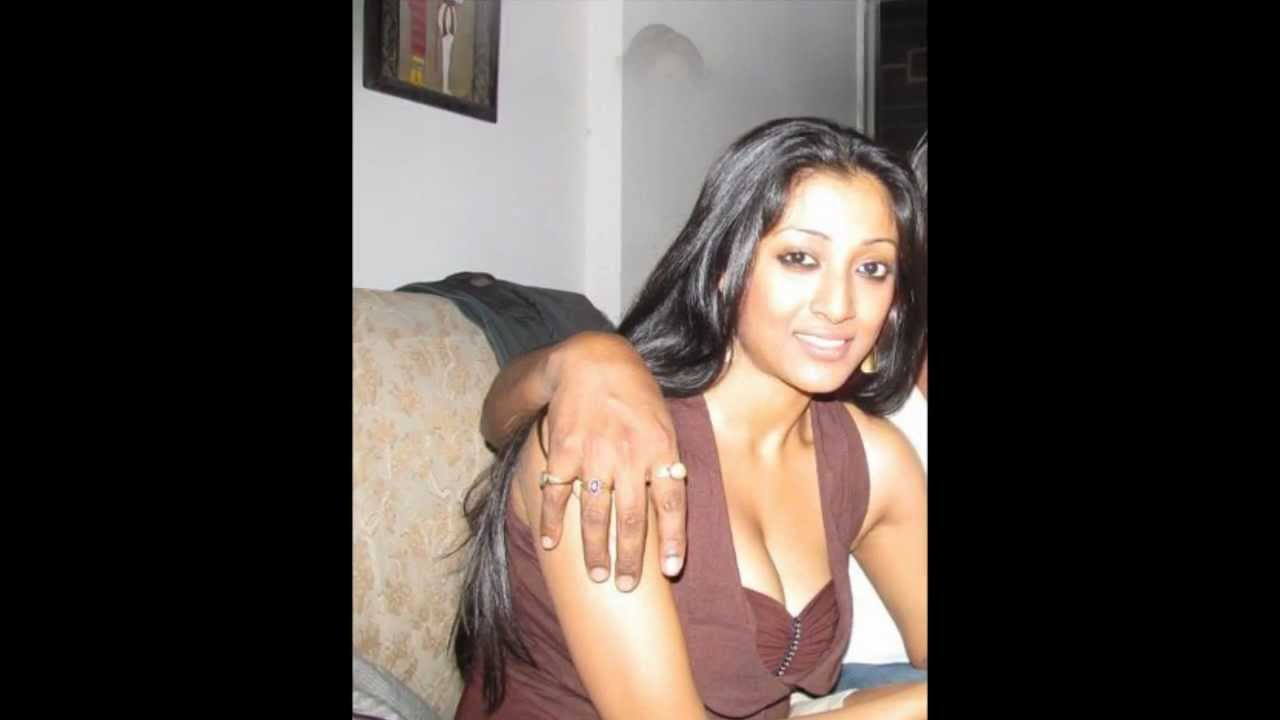 Paoli Dam Hot Hot Navel Show
