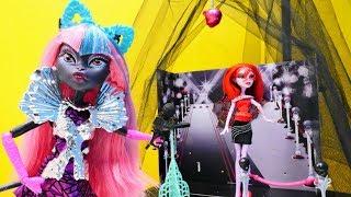 #МонстерХай РАСПАКОВКА #КеттиНуар: Новая ПЕВИЦА в школе монстров. Видео для девочек с куклами