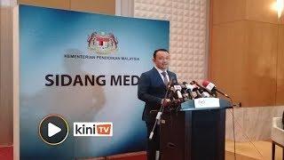 Sidang media keputusan mesyuarat kabinet berkaitan tulisan khat oleh Menteri Pendidikan