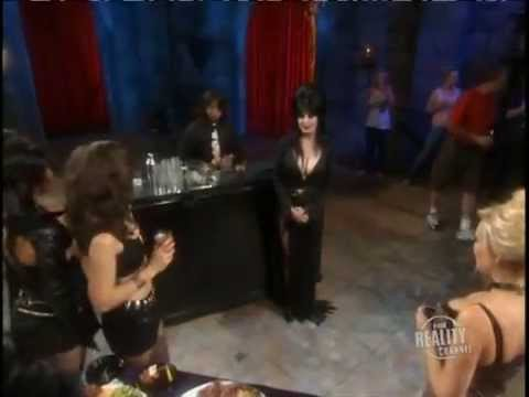 Elvira Searching The ... chapter 2 Undressed to Kill