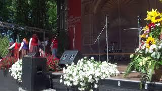 """00003 Folkloras diena """"Novadu sasaukšanās"""" uz Vērmanes dārza lielās skatuves 7.07.2018"""