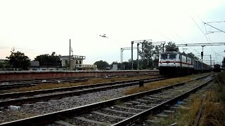 ER KING TURNS 45 : Loud Honking WAP-7 Howrah Rajdhani Scorches Past WAIR at a Thunderous Pace ...!!